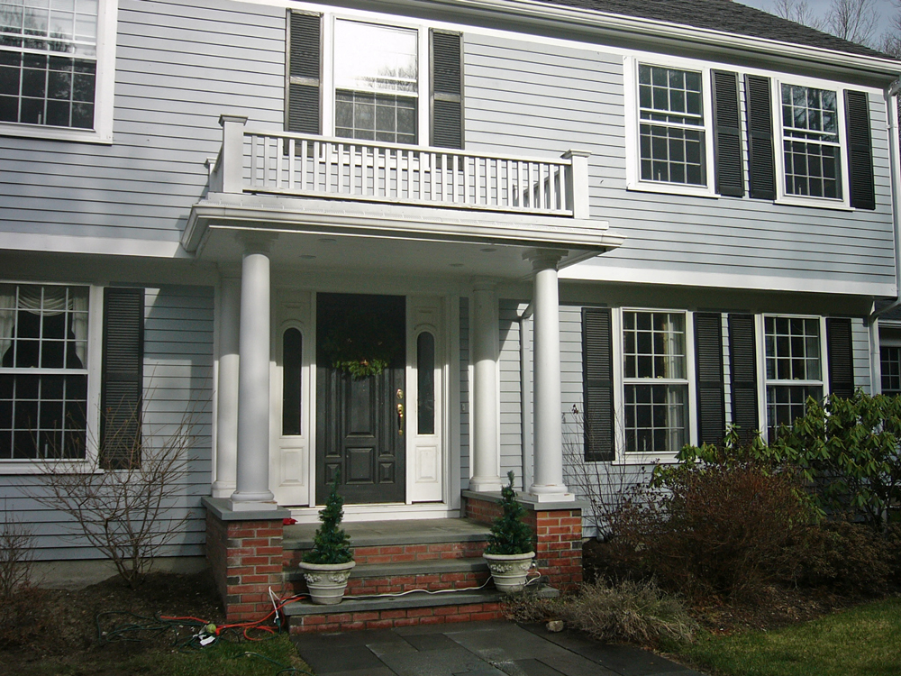 Entry with balcony overhand and columns