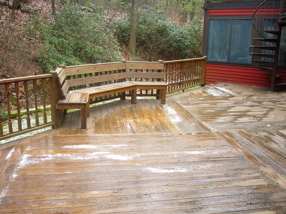 The railings, floor patterns and railings all add up to a huge and beautiful, natural wood deck!