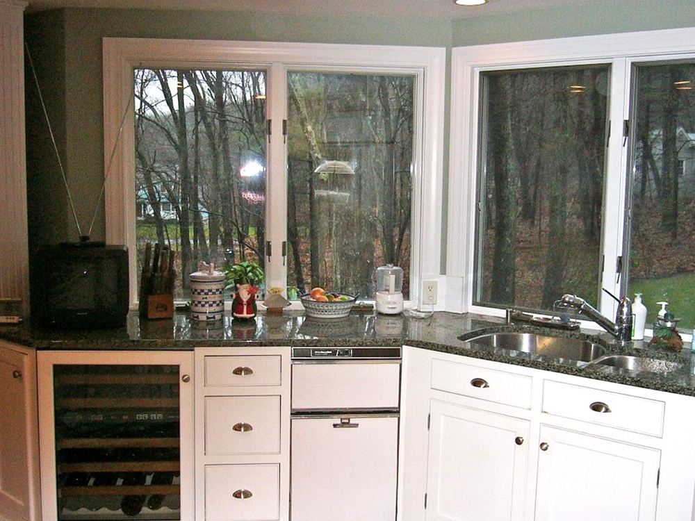 The windows are beautiful. Even on a grey day, this kitchen is bright and welcoming.