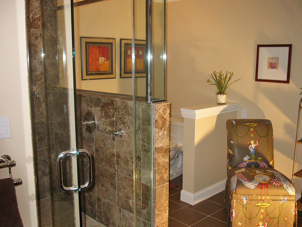 Colors, privacy wall, tiles, glassed shower. Beautiful!