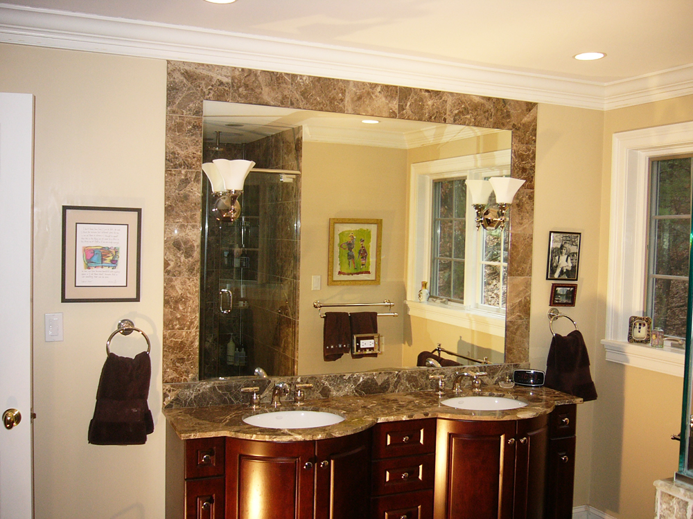 The dark rounded cabinets with the granite counters and matching tiles - another combination that works perfectly!