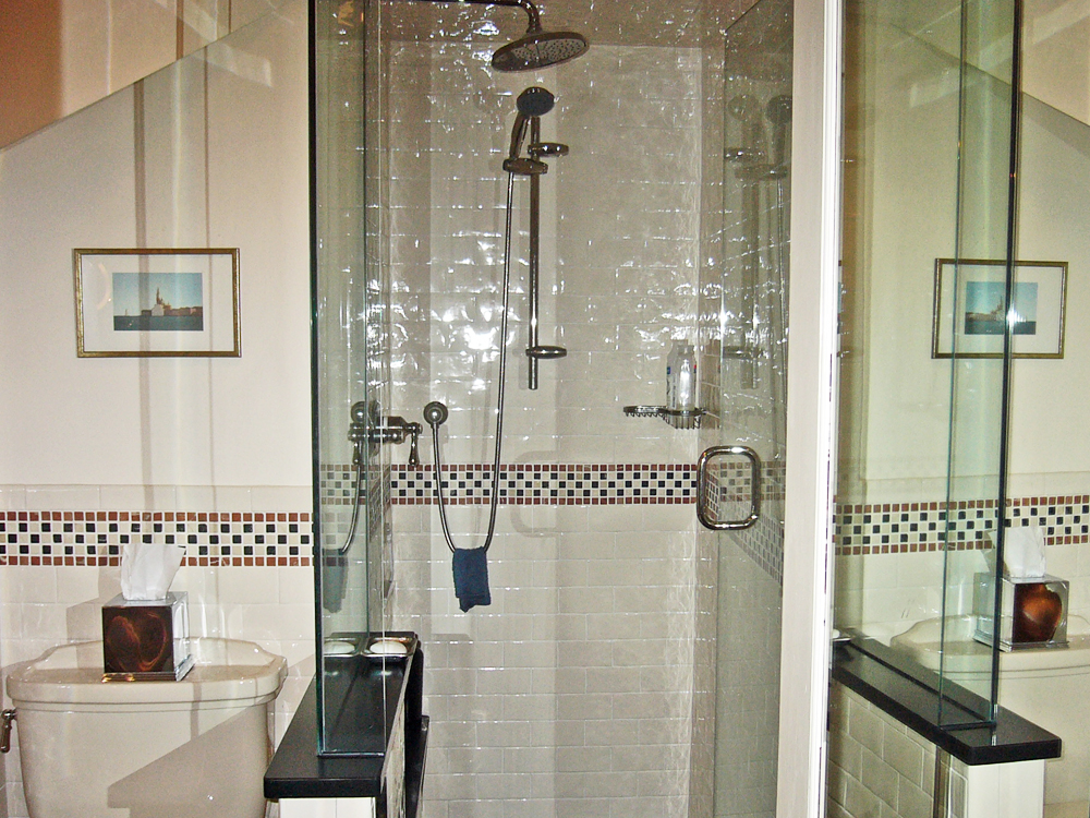 Great tile design makes this bathroom beautiful.