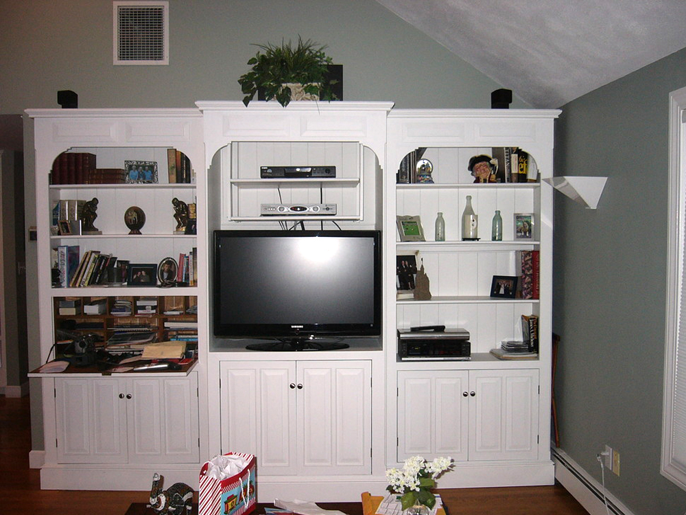 This entertainment center / builtin cabinets give that space good-looking usefulness!